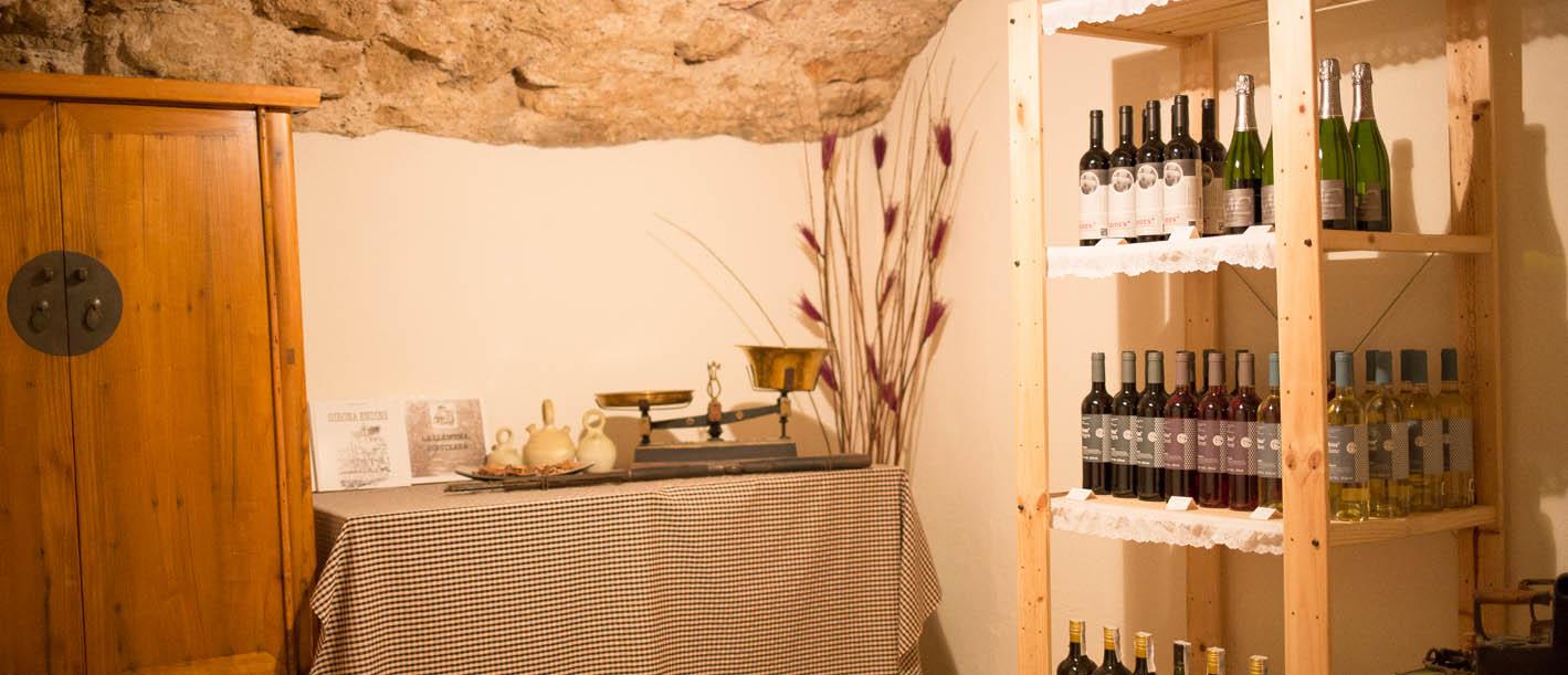 Boutique/ cellier de vins et de cavas locaux